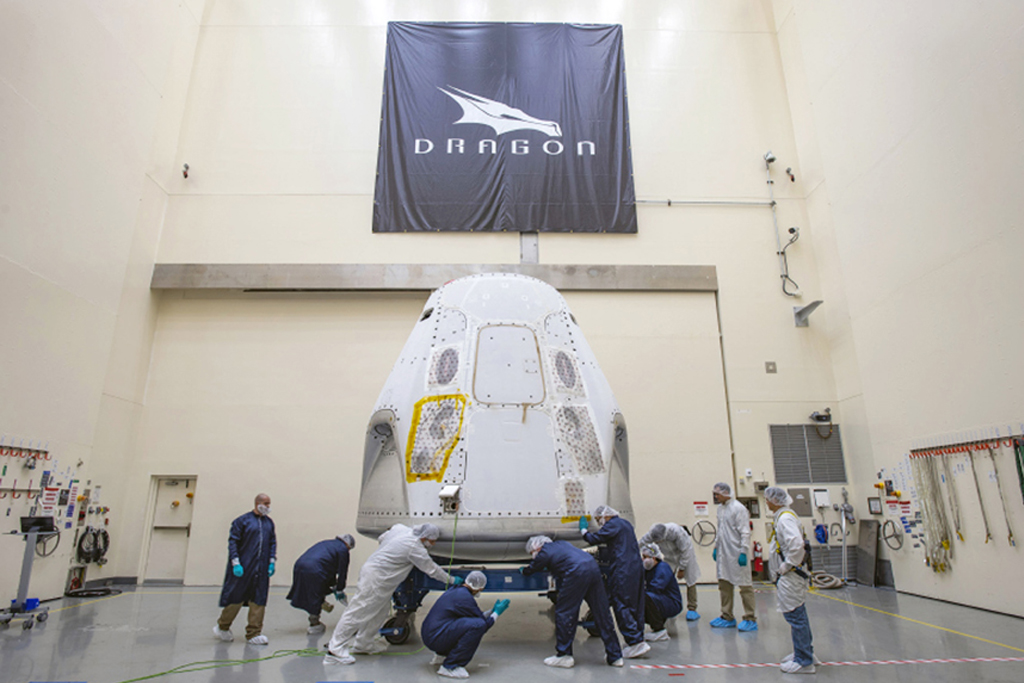 SpaceX Agrees To Launch |  Four Paying Space Tourists Into Earth Orbit