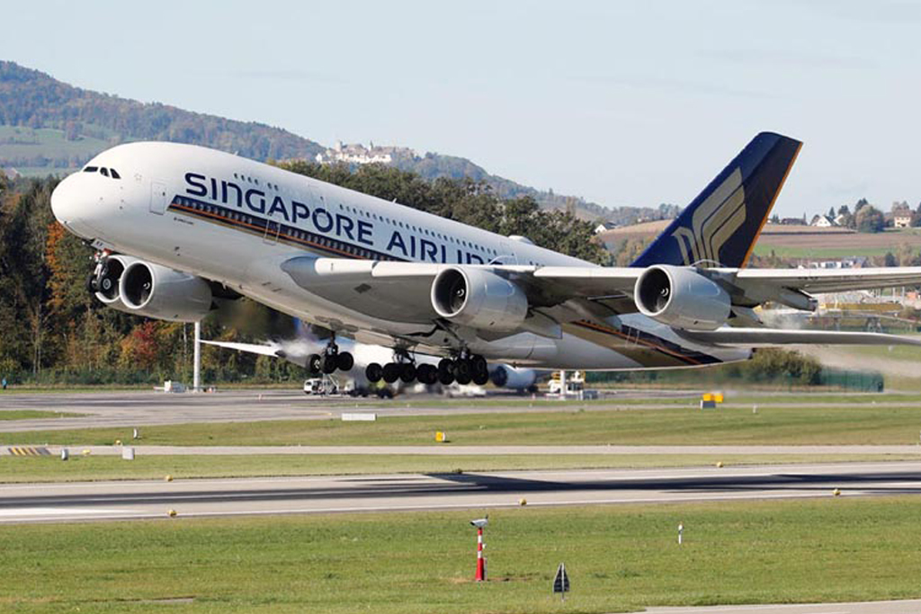 Singapore Airlines Secures |   Record $13 Billion Funding Lifeline