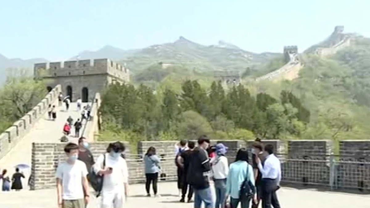 First Major Holiday | China Tourism Revenue Drops Nearly 60%
