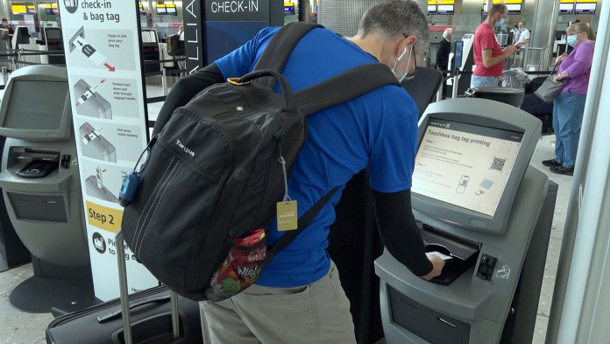 United Airlines Launches |   Touchless Check-In at Heathrow