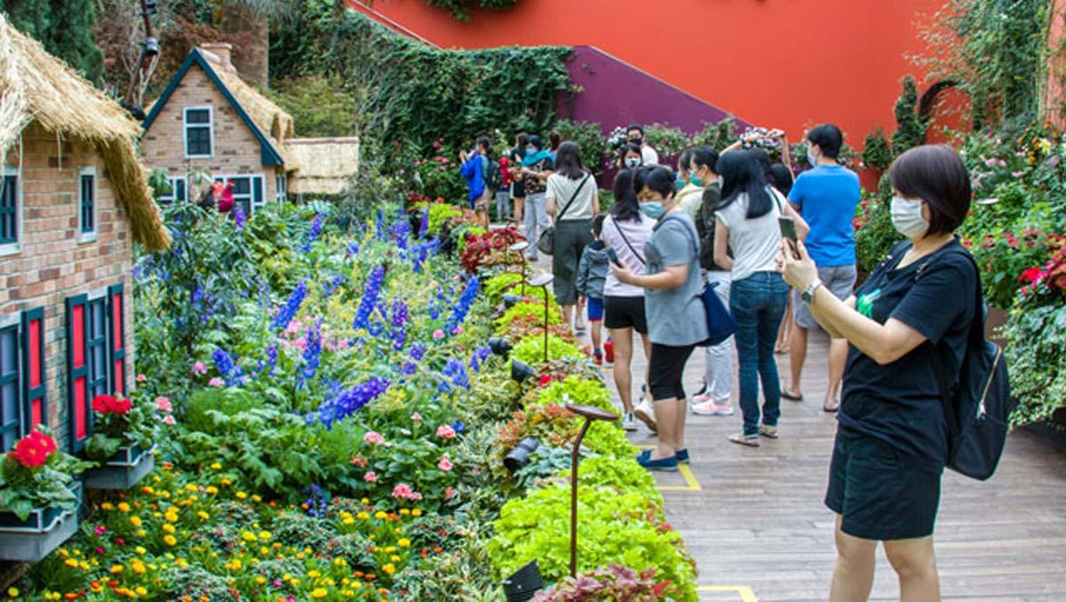 Adult Singaporeans to Get   US$74 Tourism Vouchers